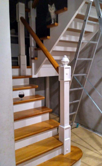 Деревянные лестницы в коттедж на второй этаж под заказ СПб