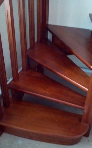 Изготовление деревянной лестницы в загородный дом