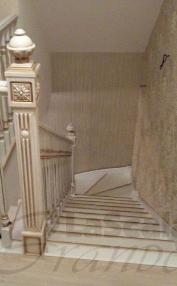 Элитные деревянные лестницы в коттедж на второй этаж под заказ Беларусь
