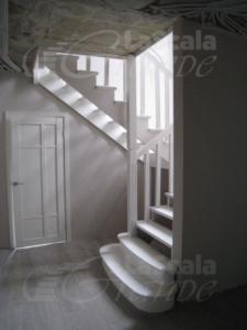 классическая лестница Всеволжск, заказать лестницу на второй этаж дома