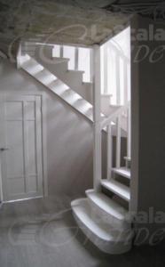 Классическая лестница в дом заказать