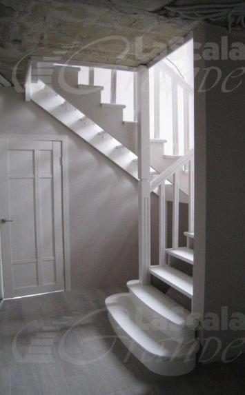 Деревянные лестницы в коттедж на второй этаж под заказ