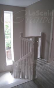 Лестница из дерева в коттедж на второй этаж
