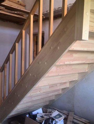 лестница на дачу из сосны