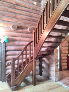 Деревянная лестница в Минске на заказ