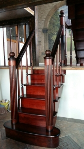 Дубовая лестница в роскошный дом