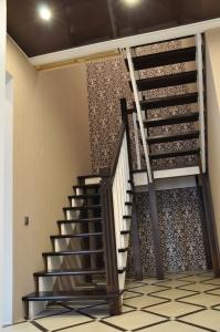 Комбинированная лестница из березы