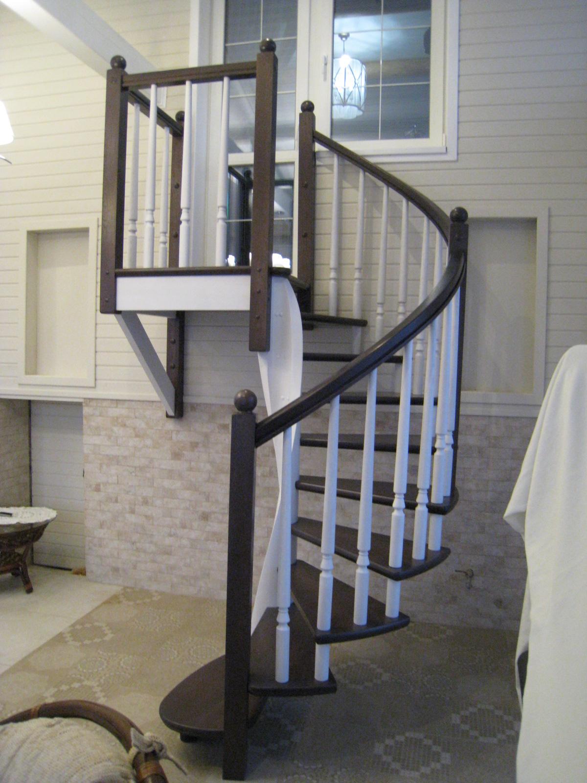 Винтовая лестница в дом на второй этаж ленинградская область