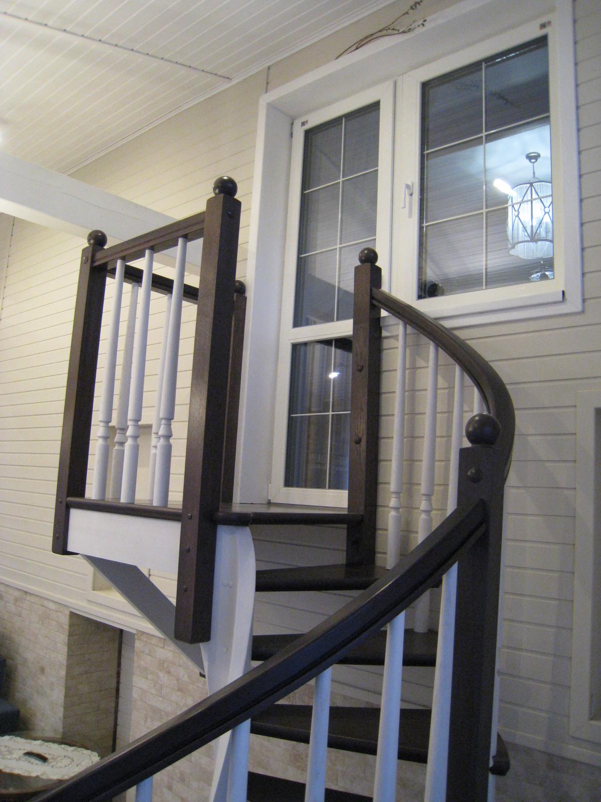 Винтовая лестница на второй этаж дома Ленинградская область