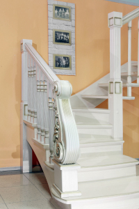 дубовый резной столб лестница в липецке под заказ lascalgrande