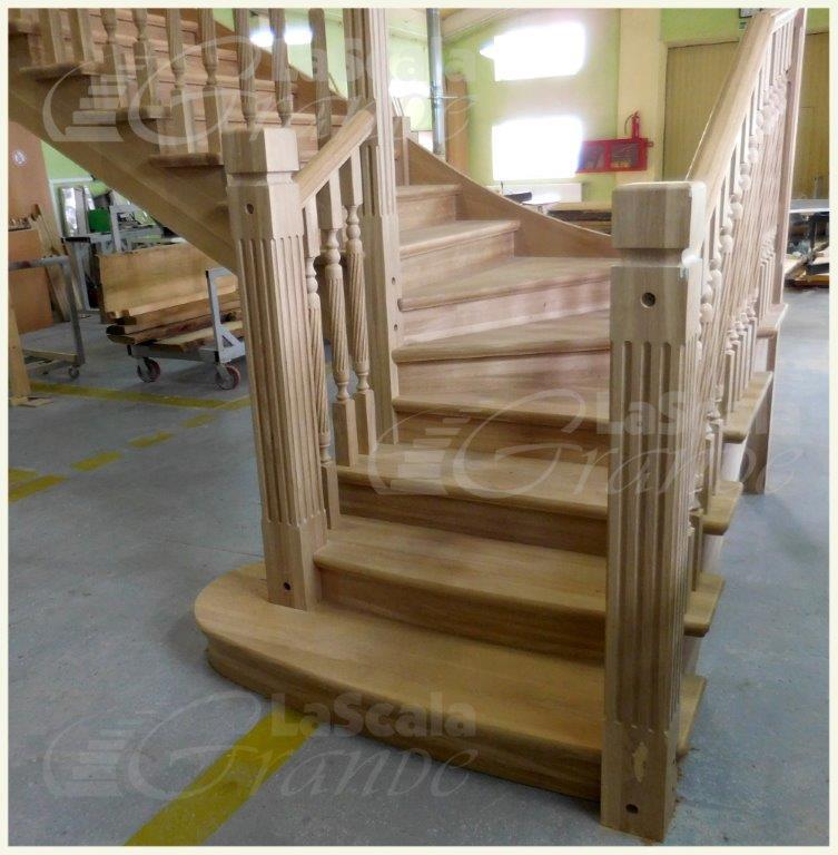 Сборка лестницы в цеху