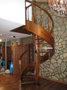 дубовая гнутоклеенная винтовая лестница lascalagrande