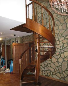 дубовая винтовая лестница lascalagrande в квартиру