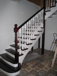 Лестница на дачу из дерева