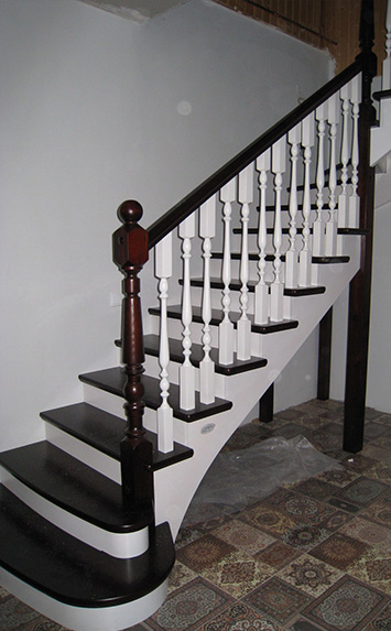 сосновая деревянная лестница на заказ