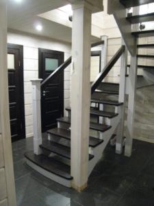 лестница в дом на дачу из дерева заказать