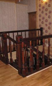 Изготовление баллюстрад ограждение второго этажа из дерева в Санкт-Петербурге