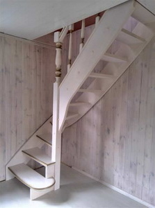 Лестница на тетивах для дачи