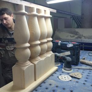 балясины для лестницы большие