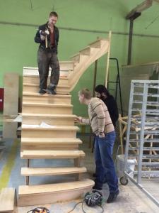 Изучение лестницы в цеху