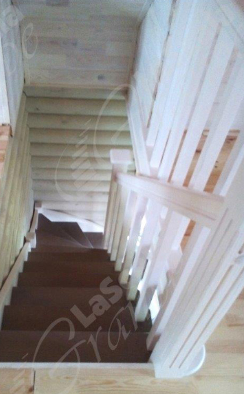 деревянная лестница в дом на дачу