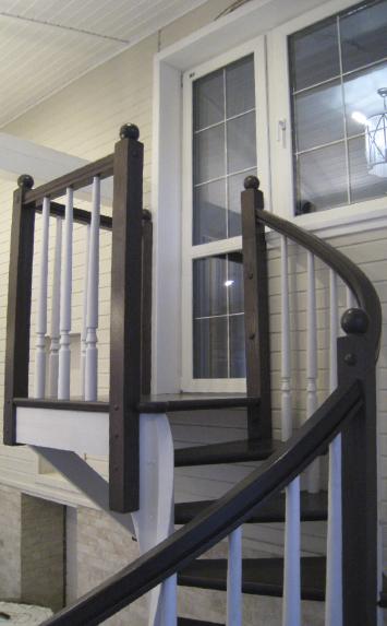 Деревянная лестница винтовая в дом